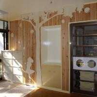 幼稚園玄関木製壁画制作