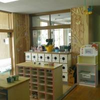保育園玄関木絵制作施工
